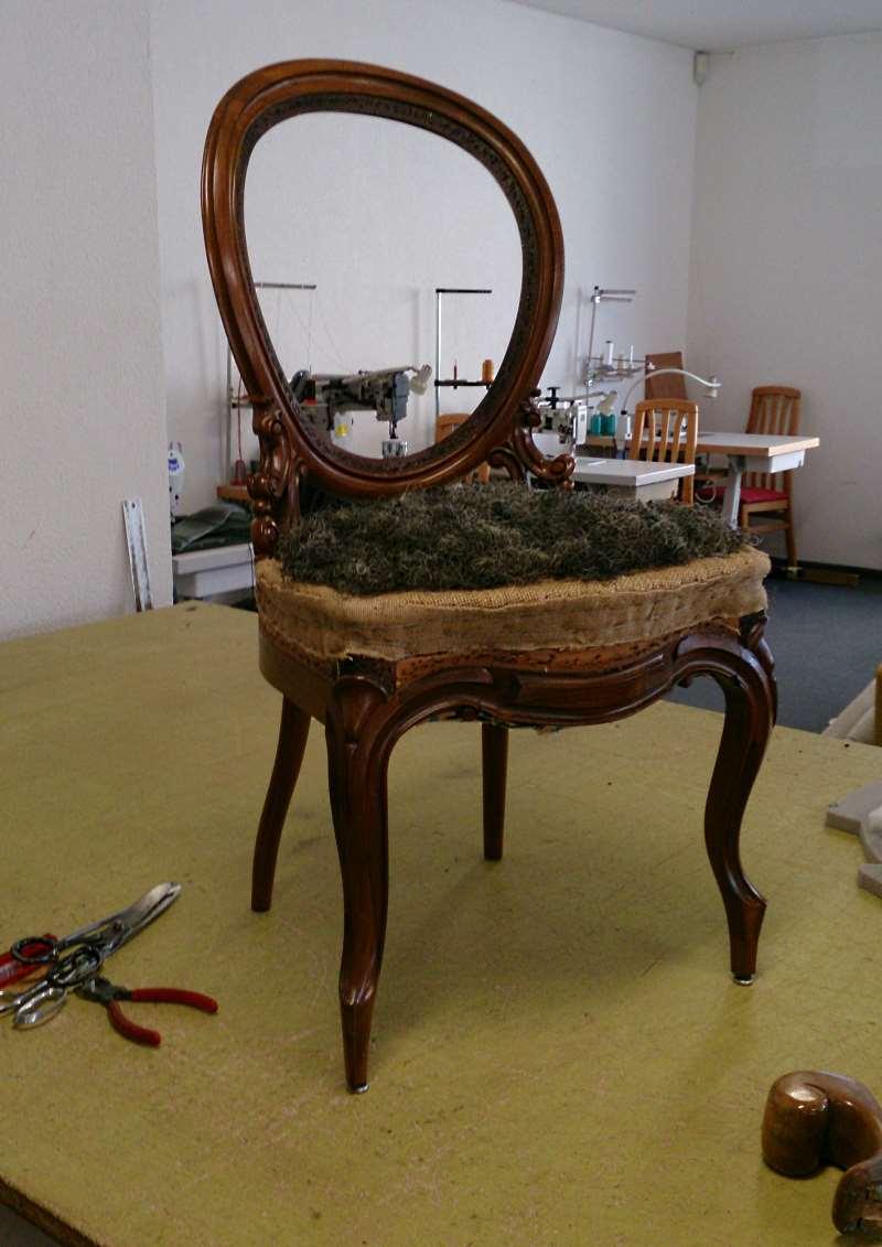 Alter Stuhl vor der Restaurierung